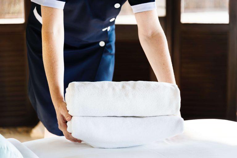 Czystość w pokoju hotelowym — na co zwracają uwagę goście?